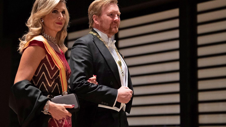 Guillermo y Máxima de Holanda, a su llegada al banquete. (Reuters)