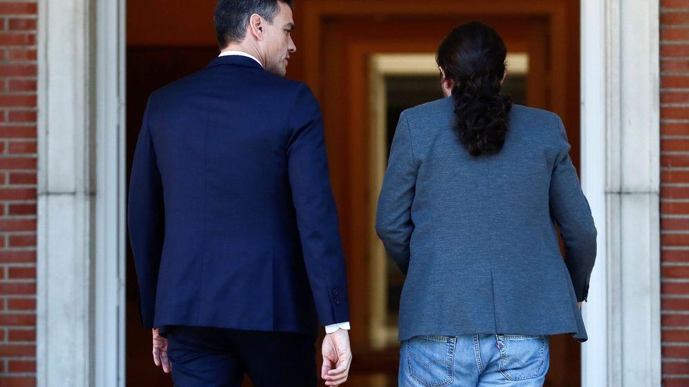 Foto: El presidente del Gobierno en funciones, Pedro Sánchez (i), recibe al líder de Unidas Podemos, Pablo Iglesias (d), en el Palacio de la Moncloa el pasado 16 de octubre. (EFE)