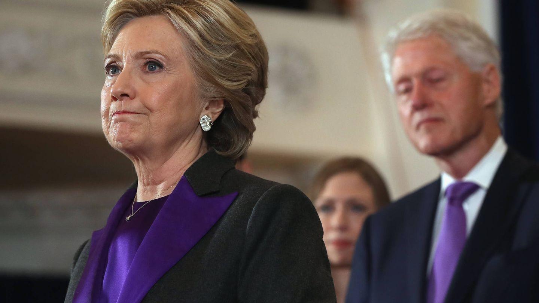 Hillary y Bill, tras perder las elecciones de 2016. (Getty)