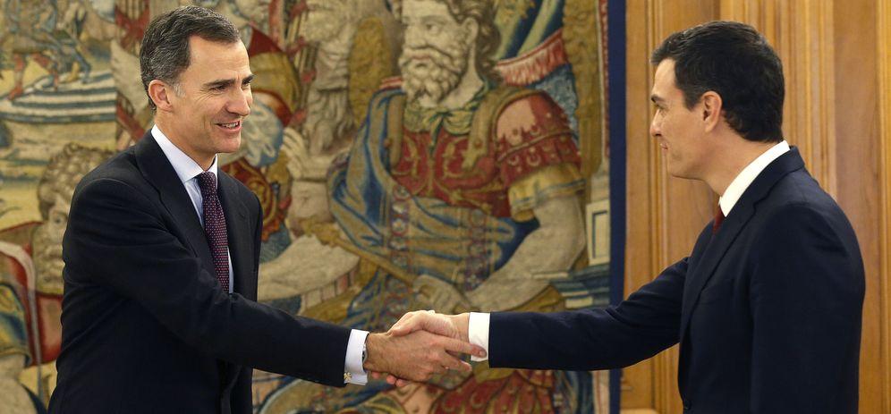 Foto: Felipe VI recibe a Pedro Sánchez el pasado día 2 de febrero en la segunda ronda de consultas previa a su designación como candidato presidenciable. (EFE)