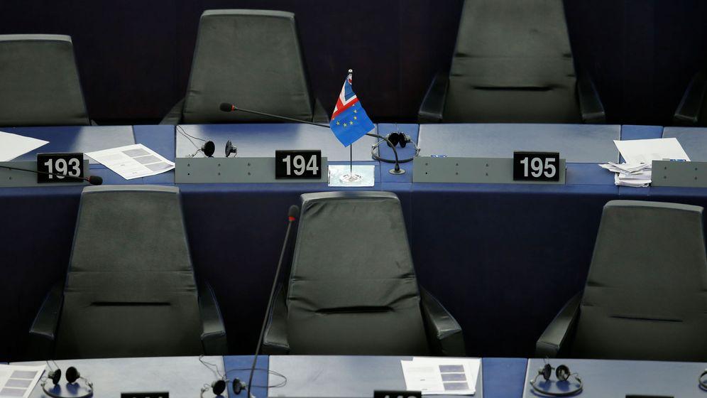Foto: La bandera de Reino Unido y de la eurozona. (Reuters)