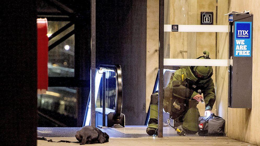 Foto: Un efectivo de control de explosivos en Dinamarca. (EFE)