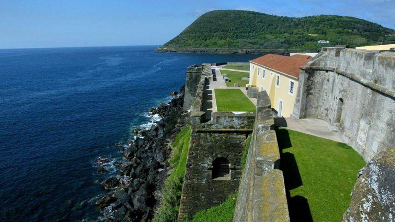 Si vas a las Azores en busca del anticiclón, puedes pernoctar en esta espectacular posada-fortaleza