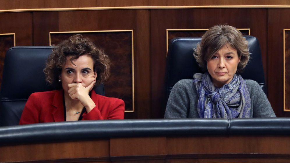 Foto: Las exministras de Sanidad, Dolors Montserrat, y de Medio Ambiente, Isabel García Tejerina. (EFE)