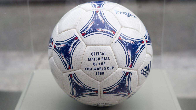 El Tricolore fue la propuesta de Adidas para Francia 1998. (Imago) 7015b6e8851bd
