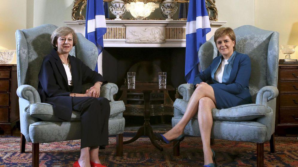 Foto: Theresa May, junto con la líder escocesa, Nicola Sturgeon. (Reuters)
