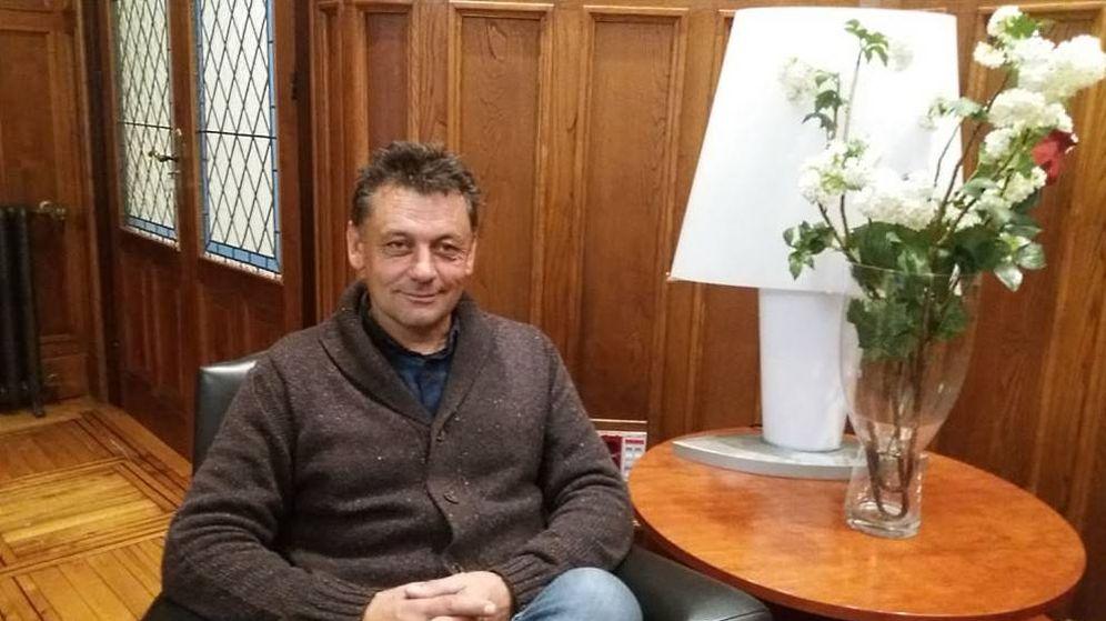 Foto: Javier Ardines, concejal de IU en Llanes. (Ayuntamiento de Llanes)