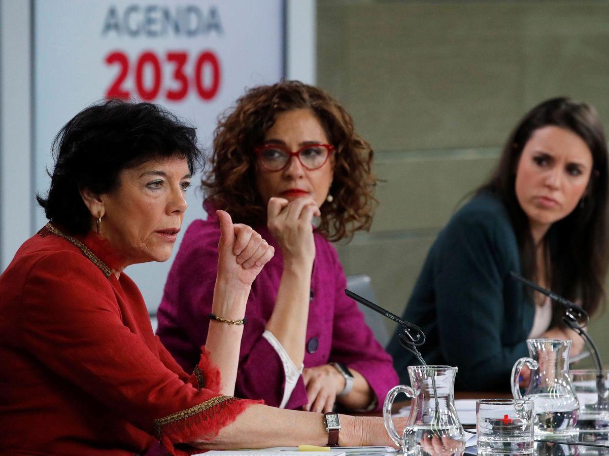 Foto: Las ministras de Educación, Hacienda e Igualdad, Isabel Celaá, María Jesús Montero e Irene Montero. (EFE)