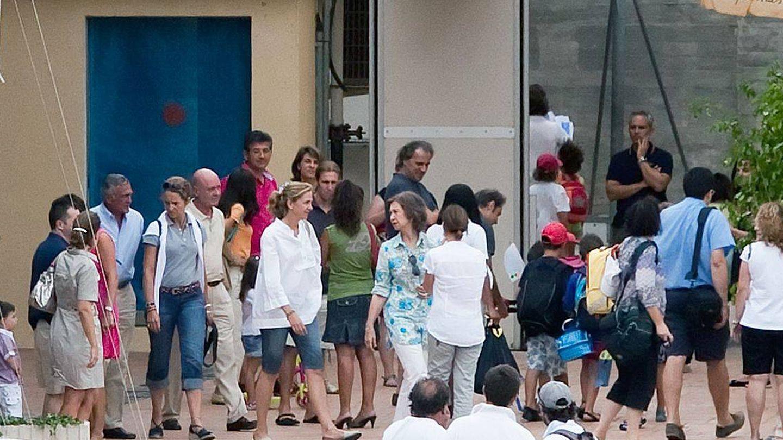 La reina Sofía y las infantas Elena y Cristina a su llegada al Club Náutico de Calanova. Era 2010. (EFE)
