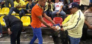 Post de Los ultras que recogen la basura en vez de pelearse con los del equipo contrario