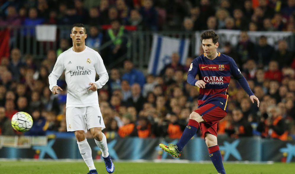 Foto: Cristiano Ronaldo y Messi, durante un Clásico (Reuters)