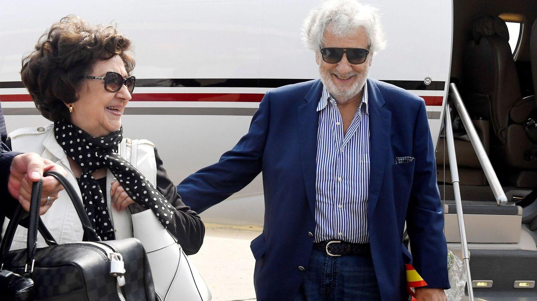 Con su mujer, Marta Ornelas, el pasado 26 de agosto en Budapest. (EFE)