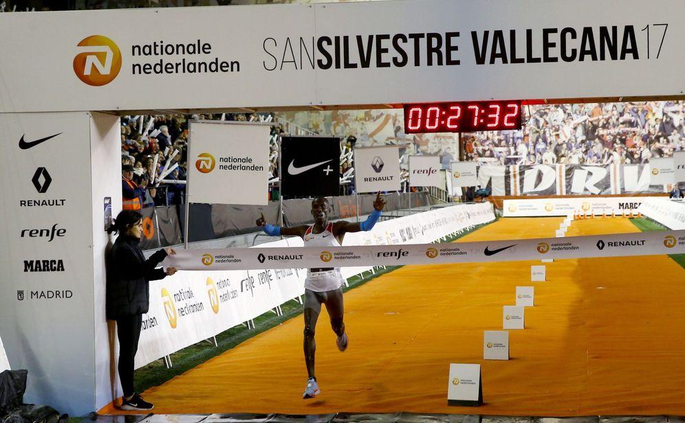 Foto: Más de 40.000 corredores despiden el 2017 en la San Silvestre Vallecana