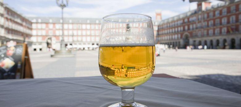 Foto: El consumo de cerveza contribuye a alargar los telómeros, una región del ADN relacionada con la esperanza de vida. (Efe)