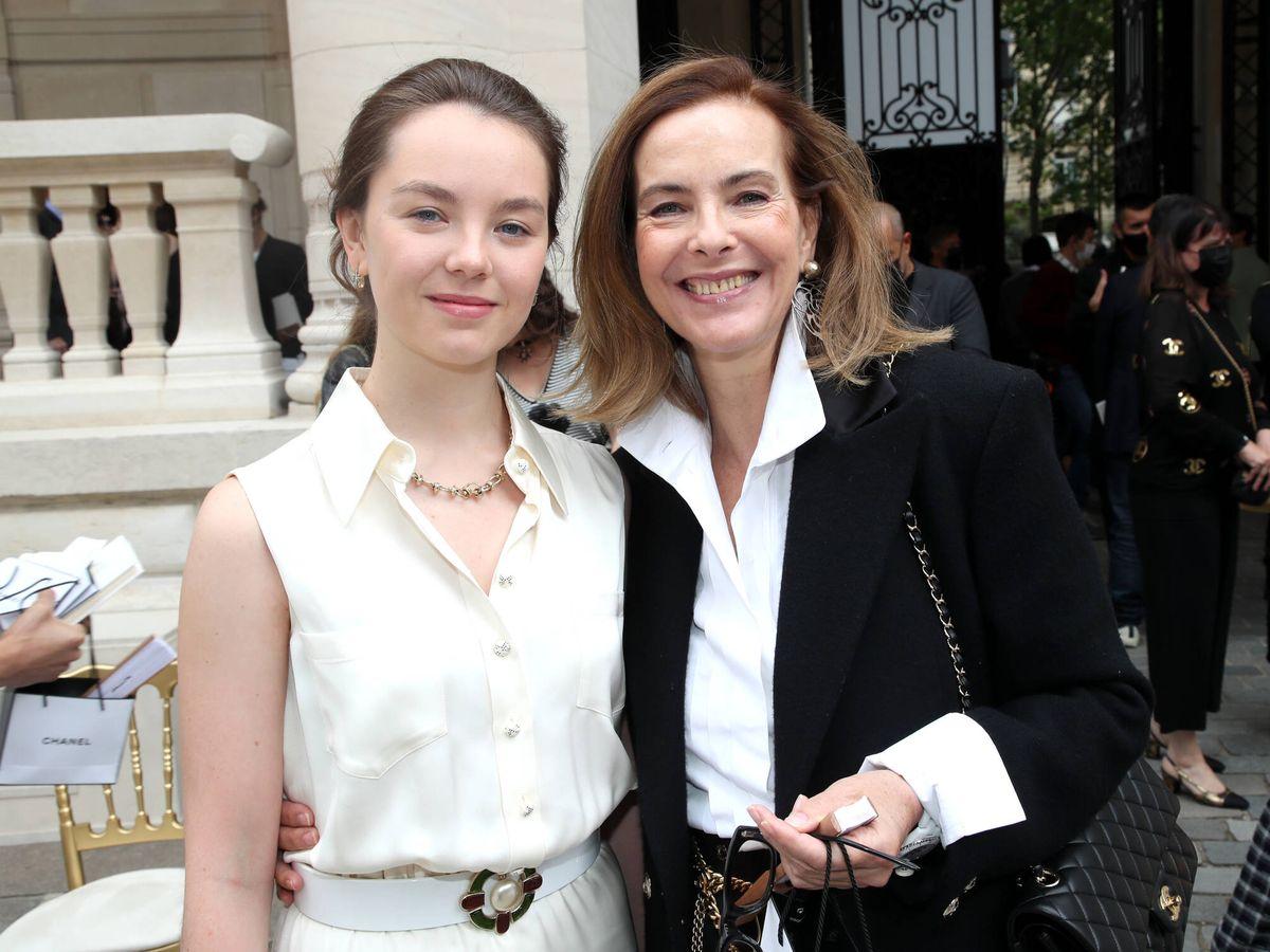 Foto:  Alexandra de Hannover y Carole Bouquet han disfrutado juntas del desfile de Chanel. (Getty)