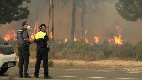 El fuego llega a las puertas de Doñana con el viento como enemigo