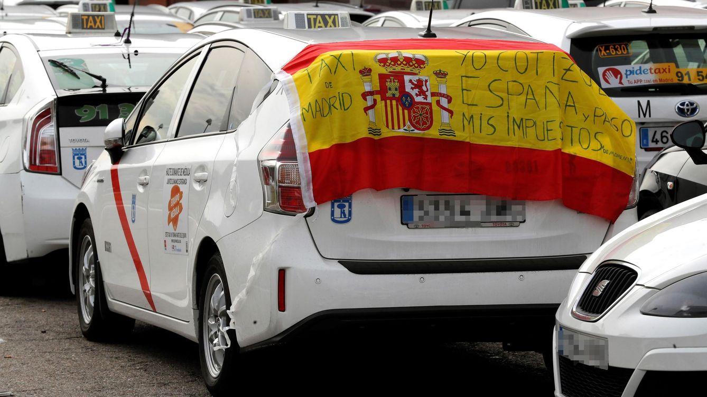 Foto: Un taxi durante la huelga del sector. (EFE)