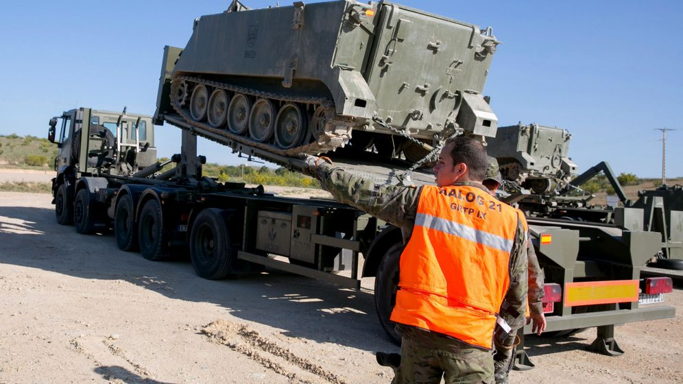 Foto: Transporte de vehículos de combate.