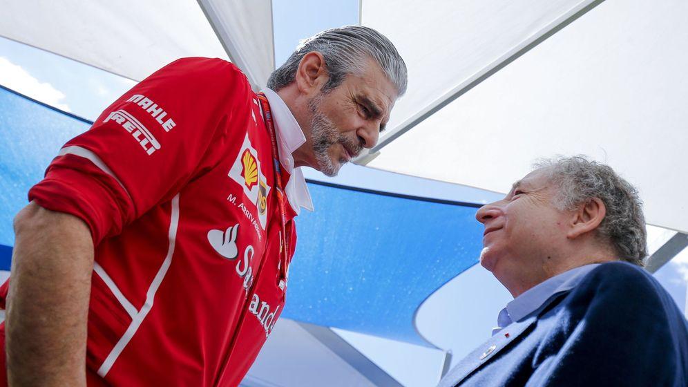 Foto: Maurizio Arrivabene charlando con Jean Todt, presidente de la FIA, en Australia. (EFE)