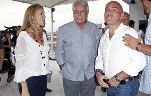Felipe González y su novia, solidarios por la causa de Kike Sarasola