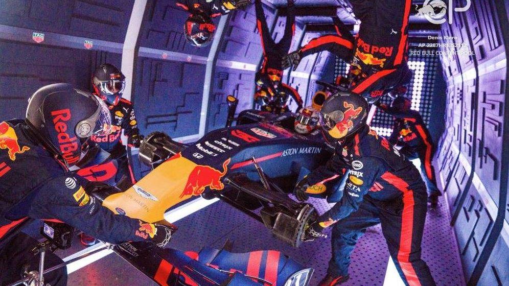 Foto: Red Bull con su pit stop sin gravedad. (Red Bull)