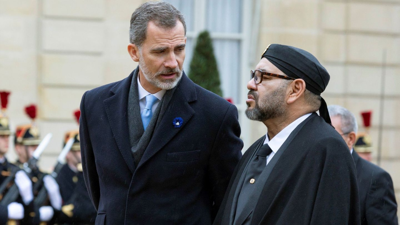 Felipe VI y el rey de Marruecos, en el Palacio del Elíseo. (EFE)