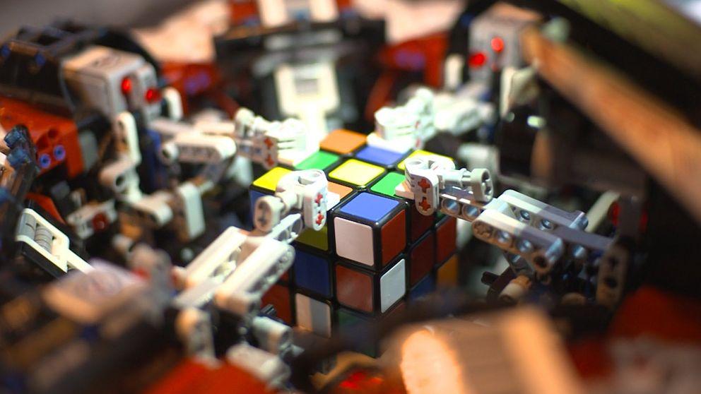 Este robot es capaz de resolver el cubo de Rubik en un segundo