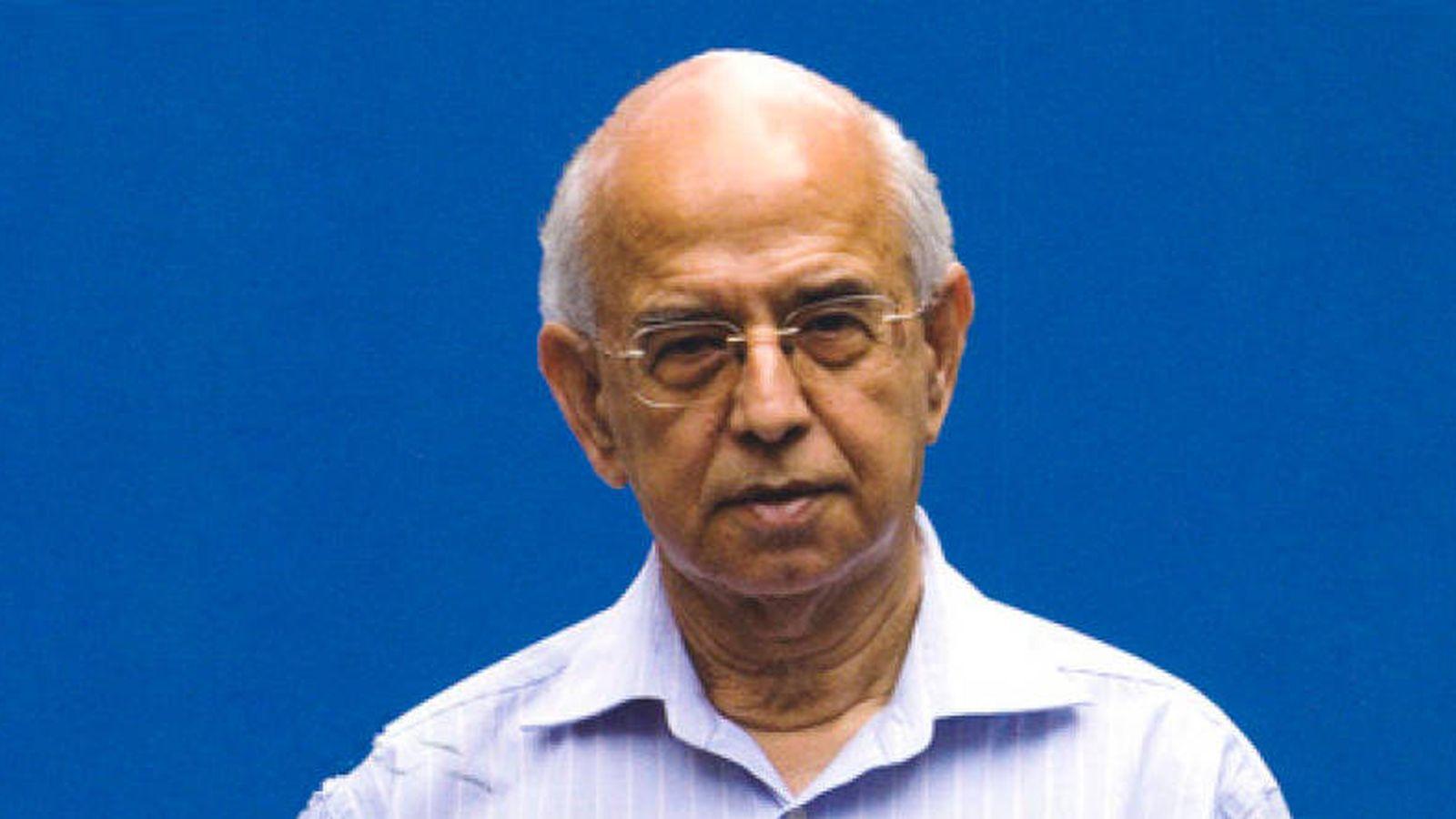 Foto:  Ram Bhavnani, en la imagen de la portada de su libro.