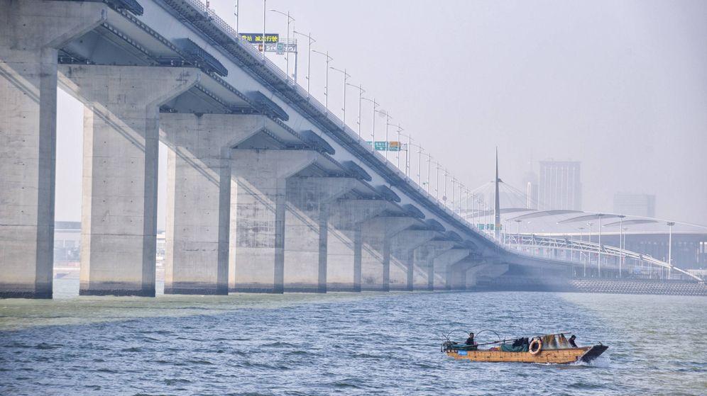 Foto: Vista del puente que conecta Zhuhai con Macao y Hong Kong. (Zigor Aldama)