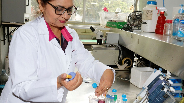 Investigadora en cáncer en Ciudad de México (EFE)