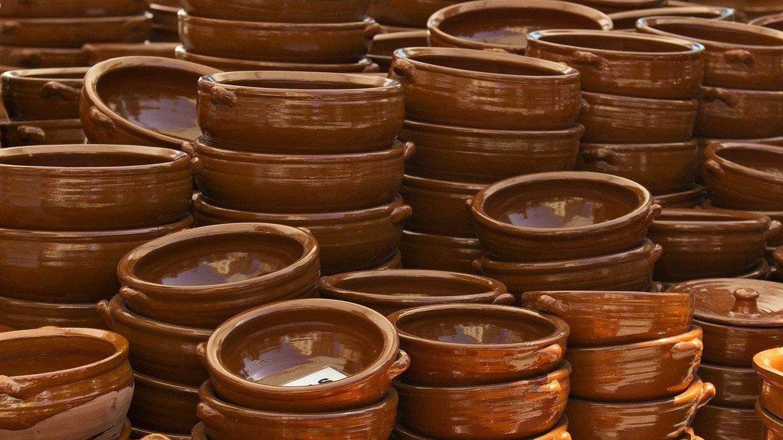 El barro cocido es uno de los materiales más ecológicos para cocinar. EFE