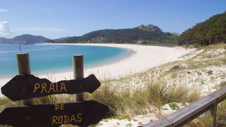 Vista general de la playa de Rodas en Vigo. (EFE)