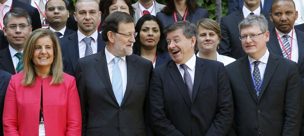 Foto: Fátima Báñez y Mariano Rajoy, junto al director general de la OIT, Guy Ryder. (Efe)