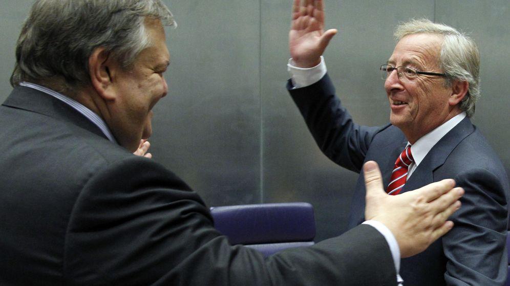 Foto: Jean-Claude Juncker saluda al antiguo ministro de finanzas de Grecia Evangelos Venizelos durante una reunión en Luxemburgo. (REUTERS/Francois Lenoir)