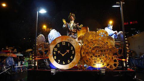 Los Reyes Magos llegan pasados por agua, custodiados por dragones y con 'drag queens'