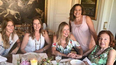 Las hermanas de Ana Obregón, a su lado en Barcelona en la despedida de Álex
