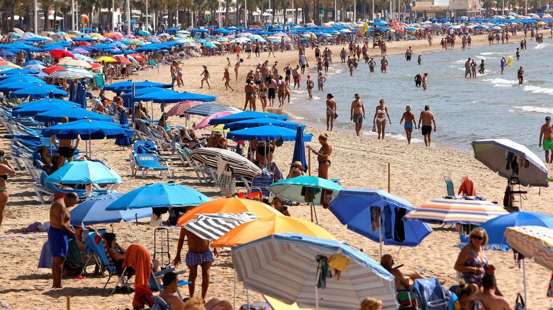 El proteccionismo llega al turismo: ¿son útiles los bonos 'patrióticos' de las CCAA?