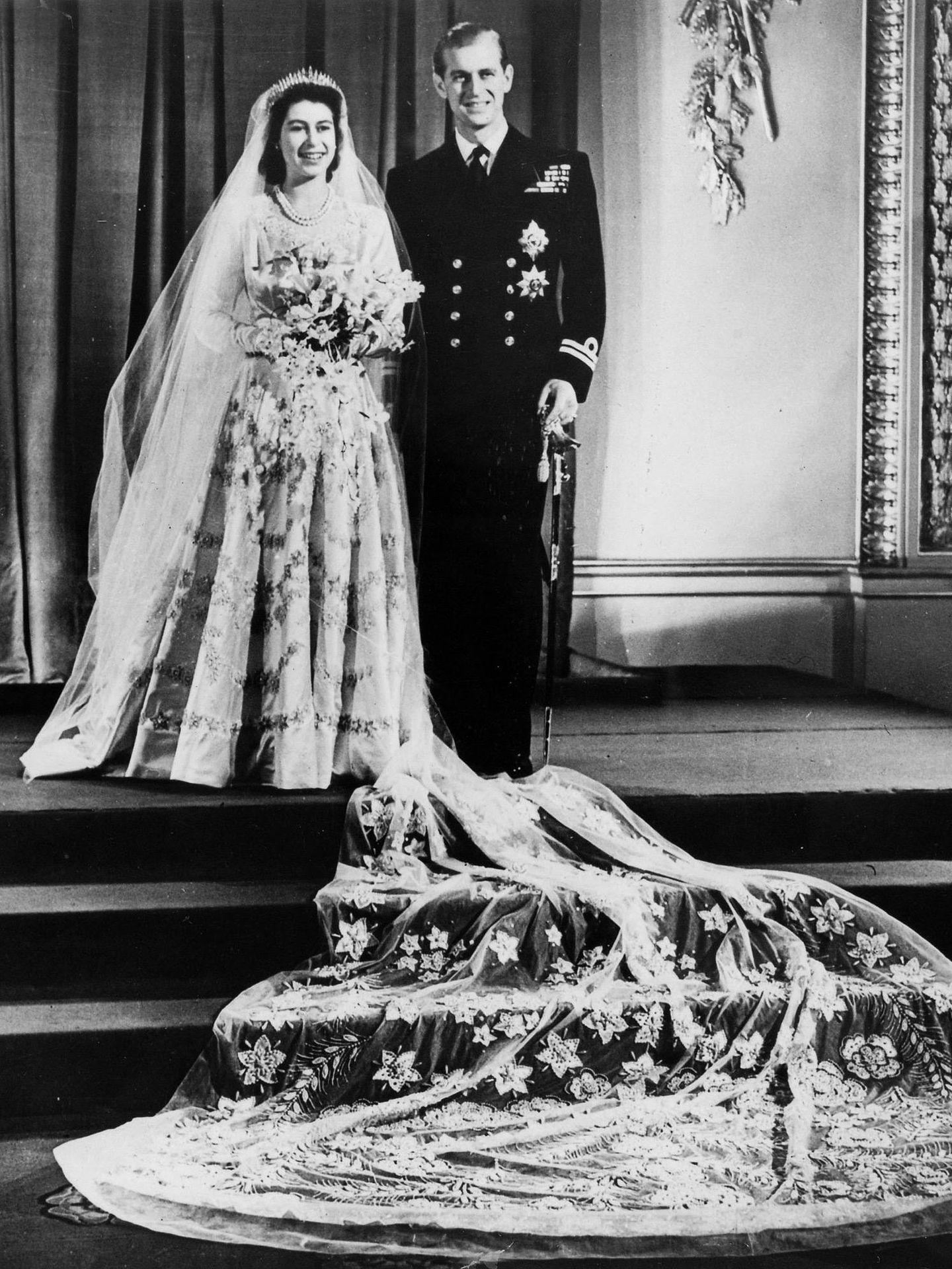 Isabel y Felipe, ya duque de Edimburgo, el día de su boda. (Getty)