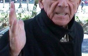 """Emilio Sánchez, padre de Arantxa Sánchez Vicario, pierde los nervios ante la prensa: """"Todo es mentira"""""""