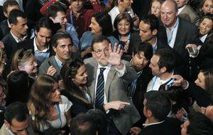 Rajoy le hace guiños a Cañete pero continúa aplazando el candidato