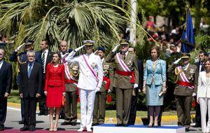 Foto: Los Reyes y los Príncipes presiden el Día de las Fuerzas Armadas