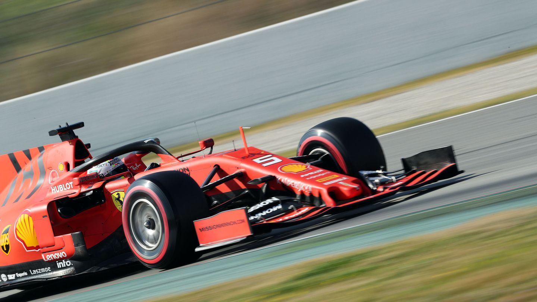 Ferrari volando en Barcelona. (Reuters)