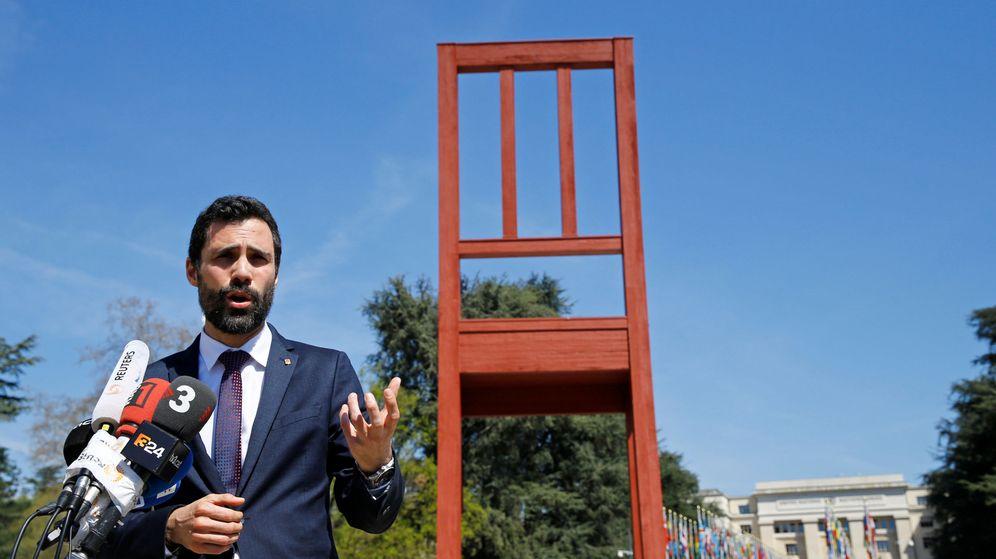 Foto: El presidente del Parlamento de Cataluña atiende a los periodistas ante la sede de Naciones Unidas. (Reuters)