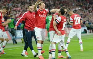 Los penaltis despiertan al Wigan y meten al Arsenal en la final de Copa