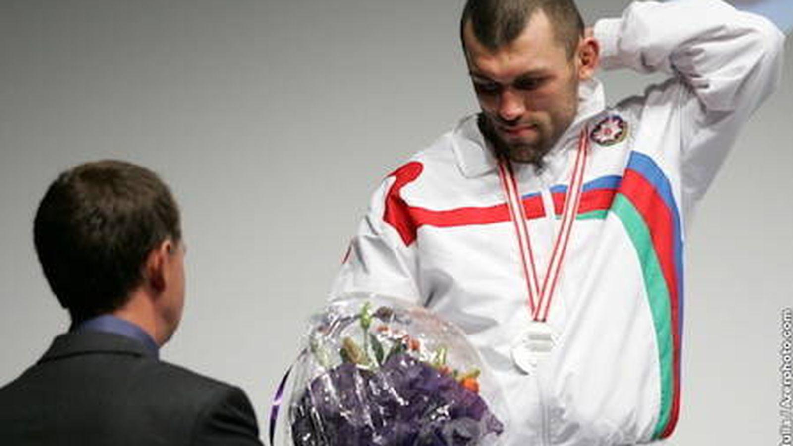 Foto: El deportista recibiendo la plata de los mundiales