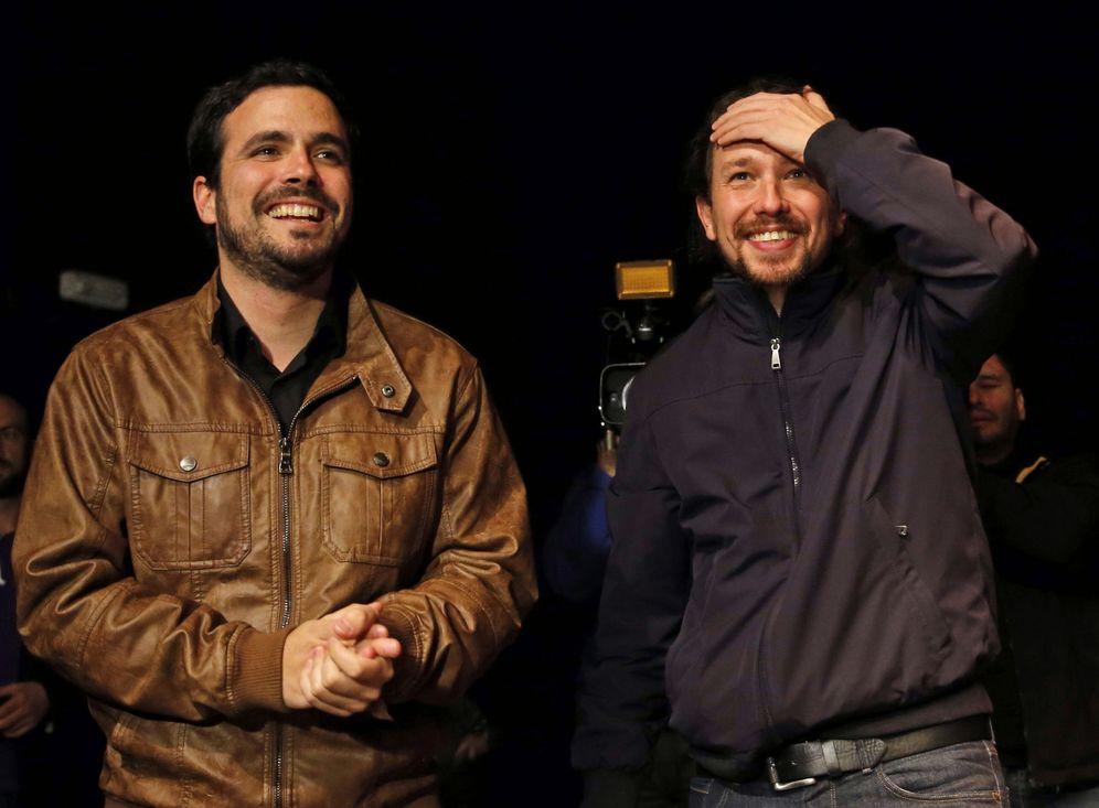 Foto: Alberto Garzón y Pablo Iglesias, durante la presentación del acuerdo Podemos-IU en la sala Mirador de Madrid, este 9 de mayo. (EFE)
