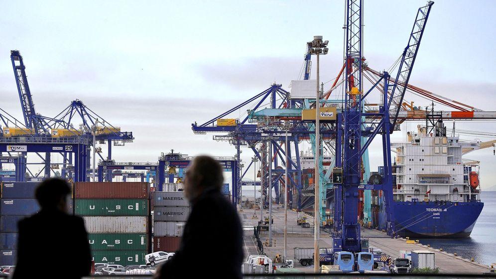Foto: Se reduce la actividad comercial en los puertos. (EFE)