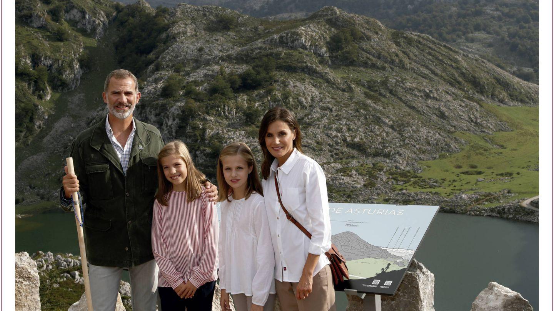 La felicitación de los Reyes y sus hijas.