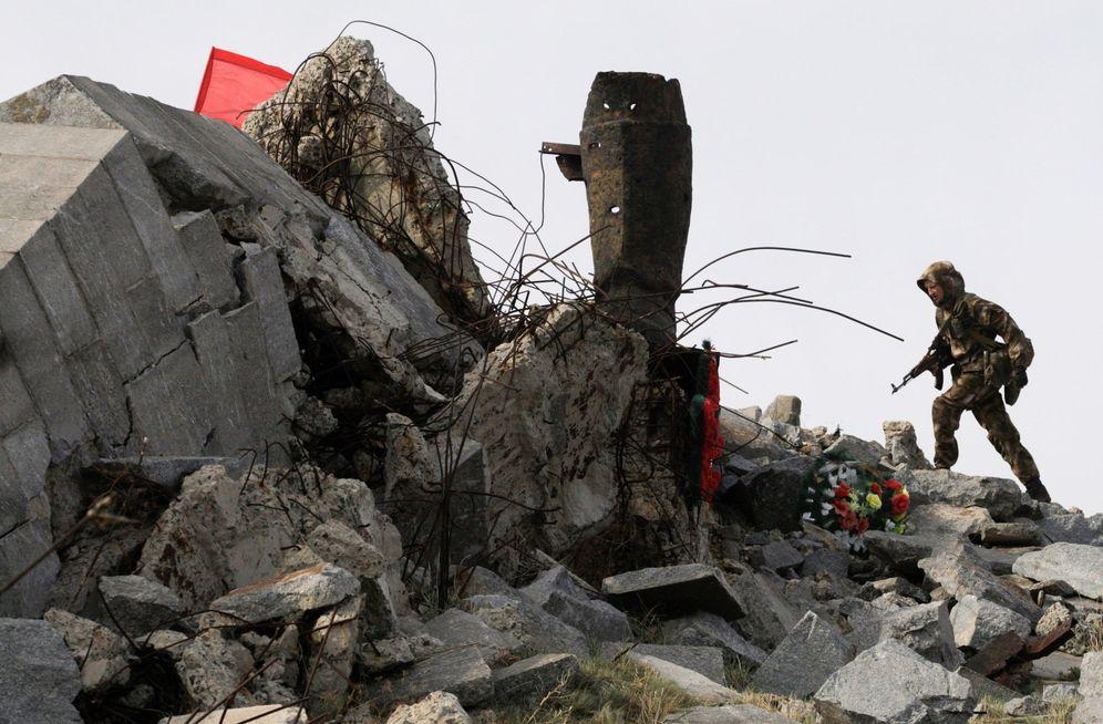 Foto: El monumento de la II Guerra Mundial Savur-Mogila, dañado durante los enfrentamientos entre el ejército ucraniano y los separatistas, cerca de Snizhne, Ucrania. (EFE)