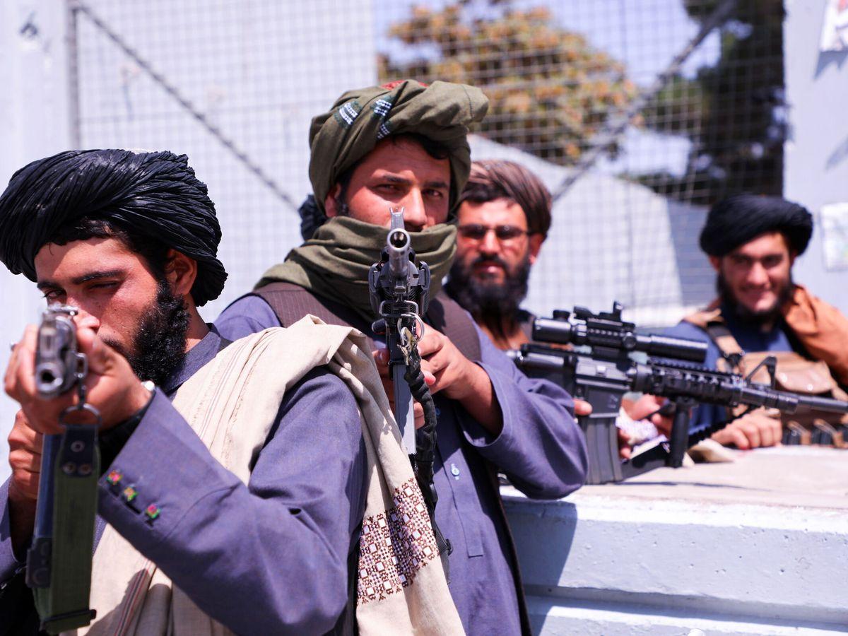Foto: Fuerzas talibanas controlan los accesos al aeropuerto Hamid Karzai. (Reuters)